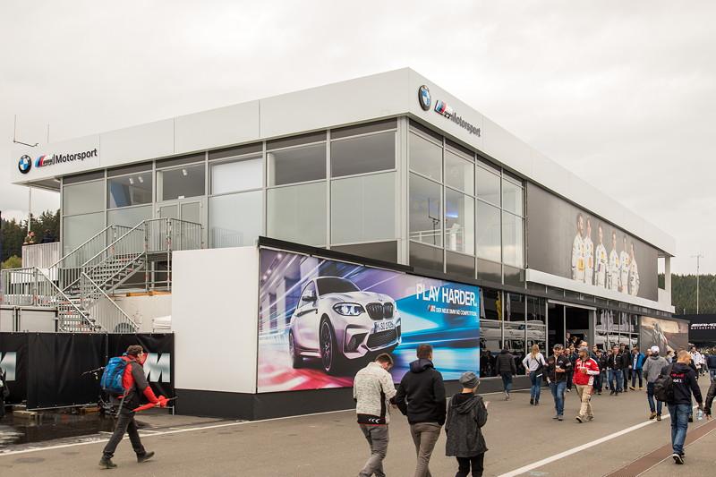 DTM in Spielberg, 23.09.2018. BMW M Motorsport Hospitality als 'fliegender' Bau.