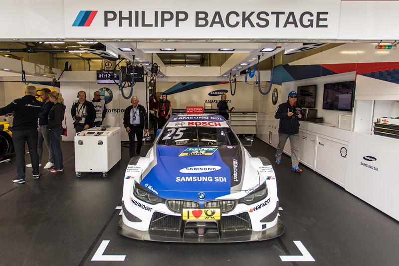 DTM in Spielberg, 23.09.2018. Box vom BMW Team RMR mit dem Samsung BMW M4 DTM von Philipp Eng.