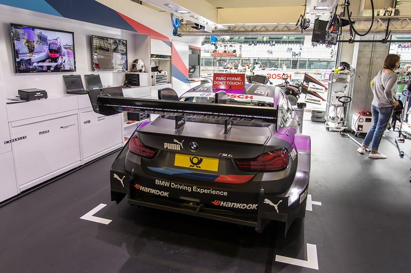 DTM in Spielberg, 23.09.2018. Box vom BMW Team RBM mit dem BMW M4 DTM von Joel Eriksson.