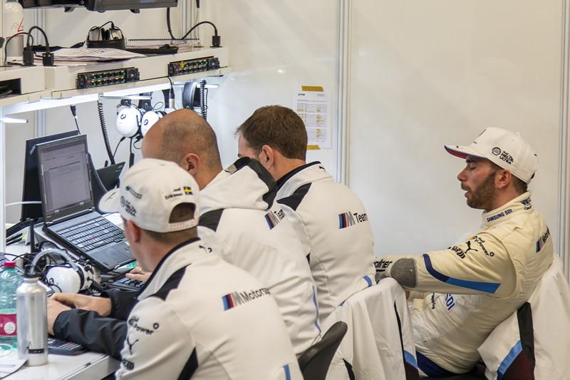 DTM in Spielberg, 23.09.2018. Box vom BMW Team RBM, u. a. mit BMW Werksfahrer Philipp Eng.