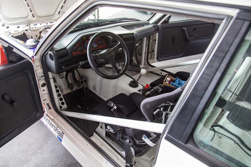 DTM in Spielberg, 23.09.2018. BMW M3 DTM Gruppe A (E30), Blick ins Cockpit des Tourenwagens.