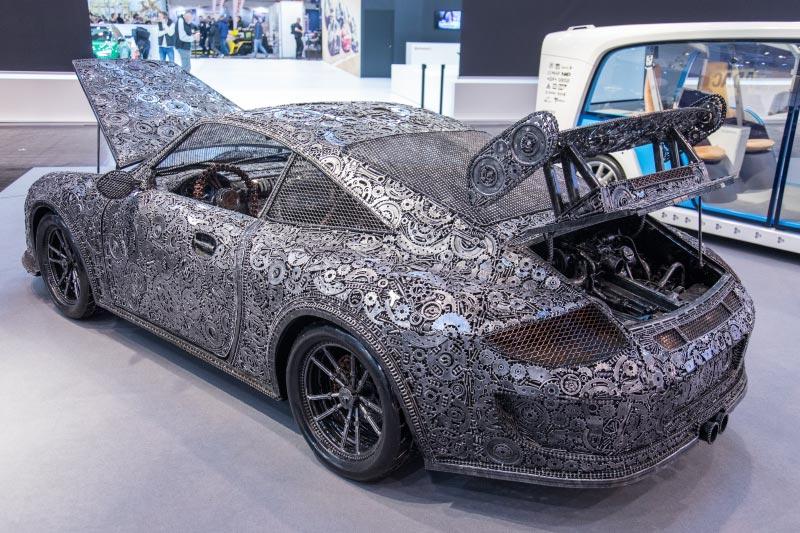Essen Motor Show 2018, Porsche aus Altmetall, aus 20.000 Teilen, 1.3 Tonnen schwer