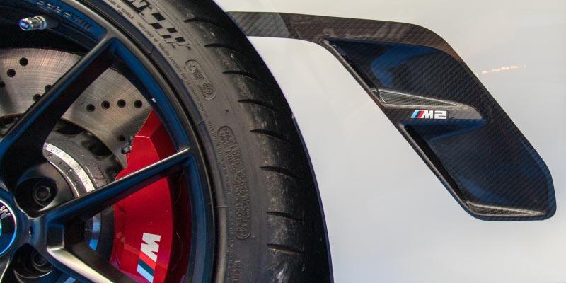 BMW M2 Competition mit M Performance Parts, Seitenteil in Carbon mit Airbreather Element