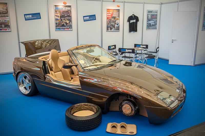 BMW Z1 mit Fahrwerk:'Airforce' Luftfahrwerk, AirRide Showausbau mit Kupferleitungen im Kofferraum