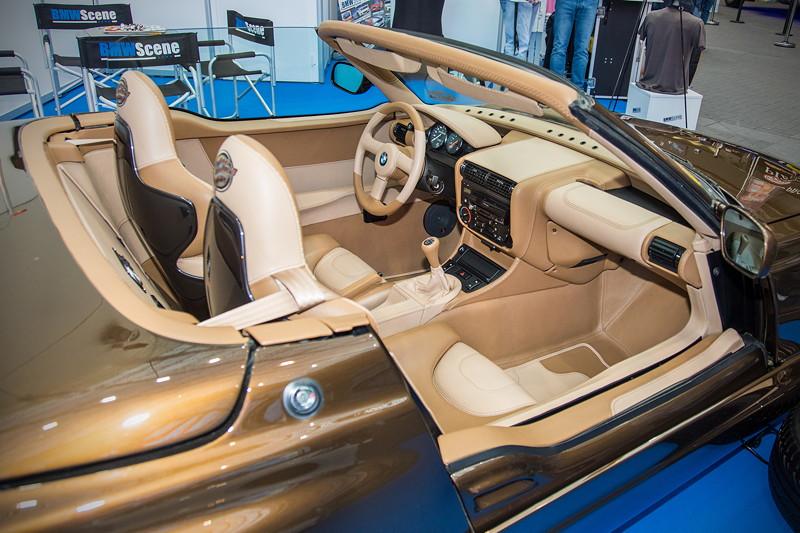 BMW Z1, speziell angefertigte 2farbige Voll-Leder Innenausstattung, Doppelnaht mit Kreuzstich und drei verschiedene Nahtfarben