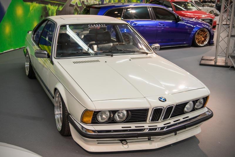 BMW 628 (Modell E24), zahlreiche Chrom-Accessoires am kompletten Fahrzeug