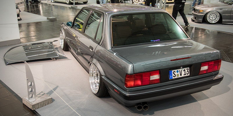 BMW 318is (Modell E30), komplette Neulackierung in 'Delpingrau'-Metallic
