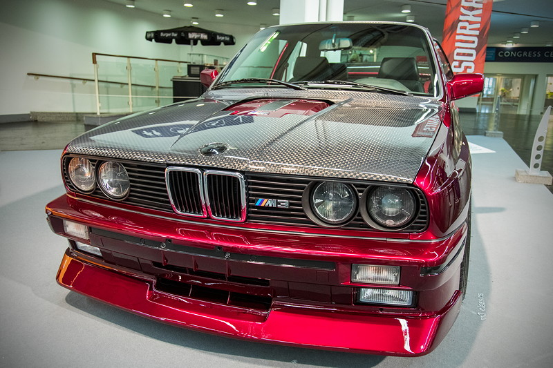 BMW M3 'EVO2' (Modell E30), Neulackierung in dem Spezial Candylack 'deep red to black'
