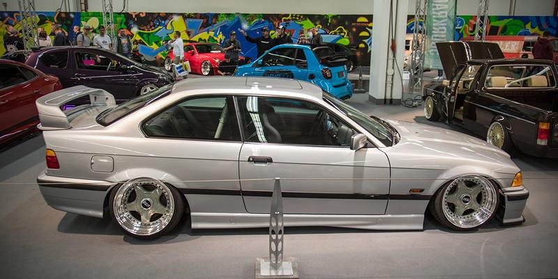 BMW 318is (Modell E36), mit 'Airlift Performance' Luftfahrwerk mit 'Airlift' 3P Steuerung, 'Viair' 440C Kompressor