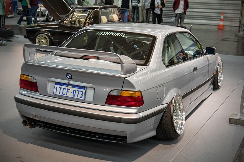 BMW 318is (Modell E36) mit M-Paket innen und außen