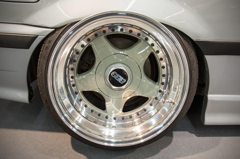 BMW 318is (Modell E36), mehrteilige BBS 'RF004' Felgen hinten auf 11J x 17 Zoll