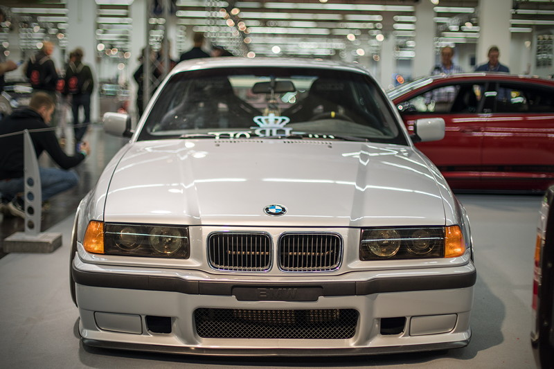 BMW 318is (Modell E36), Lackierung in 'Arktis silber'