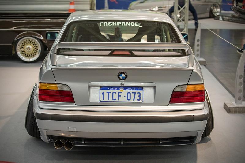 BMW 318is (Modell E36), 'Class2' Nachbau-Spoiler der Marke 'Lester', Radläufe sind pro Seite um 5 cm verbreitert