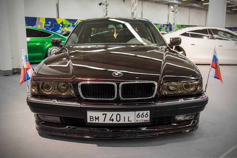BMW 740iL (Modell E38), mit Spezial Airride Fahrwerk von 'D2 Racing'