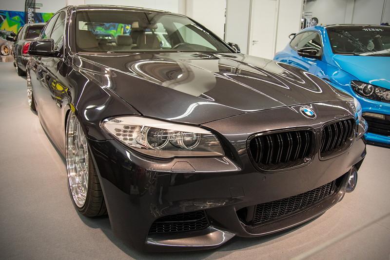 BMW 530d (Modell F10), Frontschürze gecleant, Umbau auf große BMW 'Performance' Bremsanlage