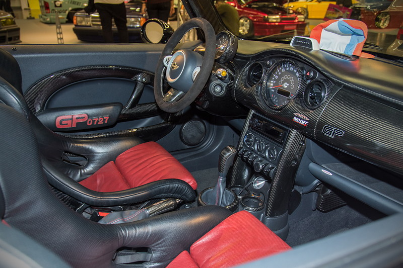 MINI Cooper Works GP (Modell R53), mit Umbau auf Recaro 'Pole Position' Schalensitze mit Carbon Sitzschalen