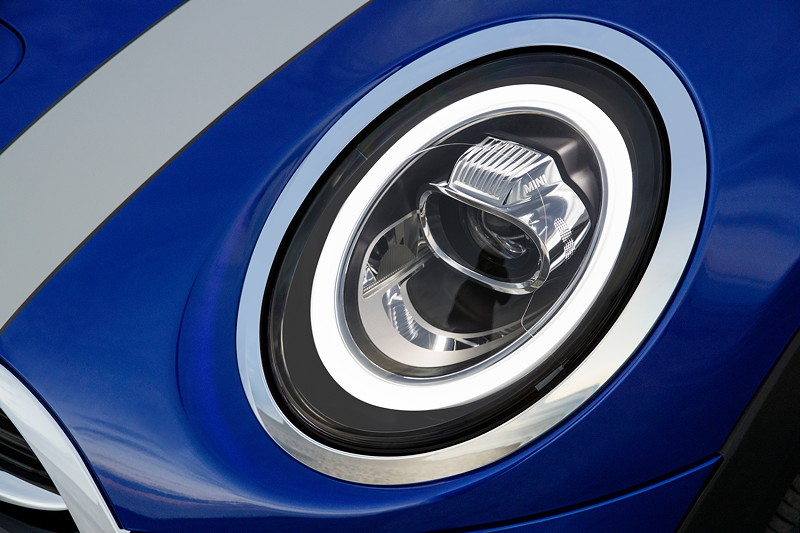 MINI Cooper S Cabrio (Facelift 2018), LED Scheinwerfer mit Matrix-Funktion.