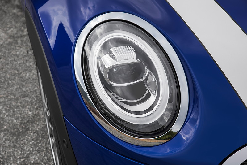 MINI Cooper S Cabrio (Facelift 2018), optional mit adaptiven LED Scheinwerfer mit Matrix-Funktion.