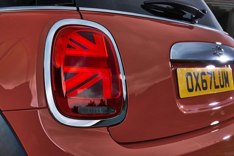 MINI Cooper S Hatch (Facelift 2018). Very british: Heckleuchten im Union-Jack-Design.
