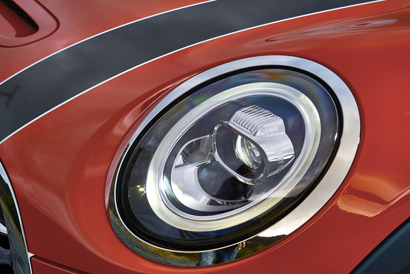 MINI Cooper S Hatch (Facelift 2018), optionale LED Scheinwerfer mit Matrix-Funktion.