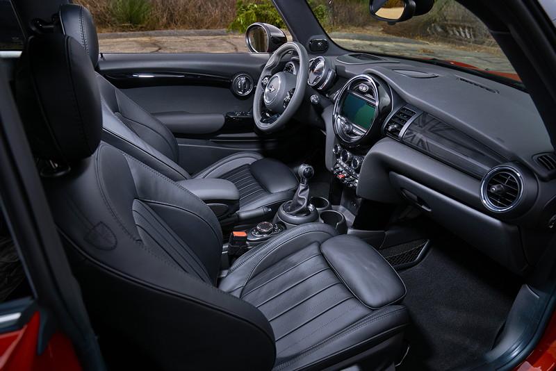 MINI Cooper S Hatch (Facelift 2018): neue Lederausstattungen, Interieuroberflächen und Colour Lines.