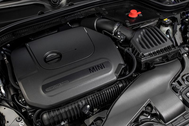 MINI Cooper S Hatch (Facelift 2018), 4-Zylinder-Motor mit leistungsfähigerer Direkt-Einspritzung: nun sind 2.500 bar möglich.