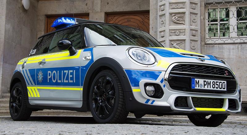 Drei Generationen MINI Einsatzfahrzeuge bei der Münchner Polizei