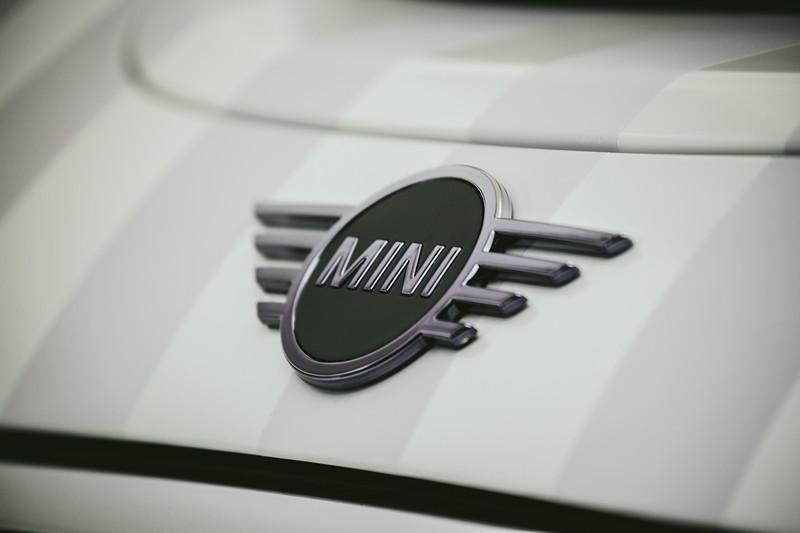 MINI Design Einzelstück zur royalen Hochzeit. MINI Logo.
