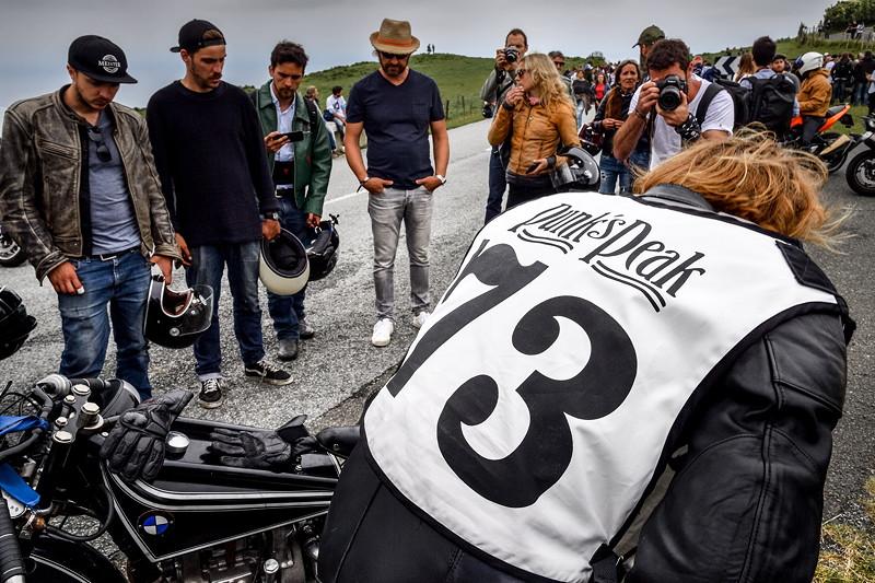 BMW Motorrad Classic auf dem Wheels and Waves Festival. 'Punk´s Peak' Rennen.