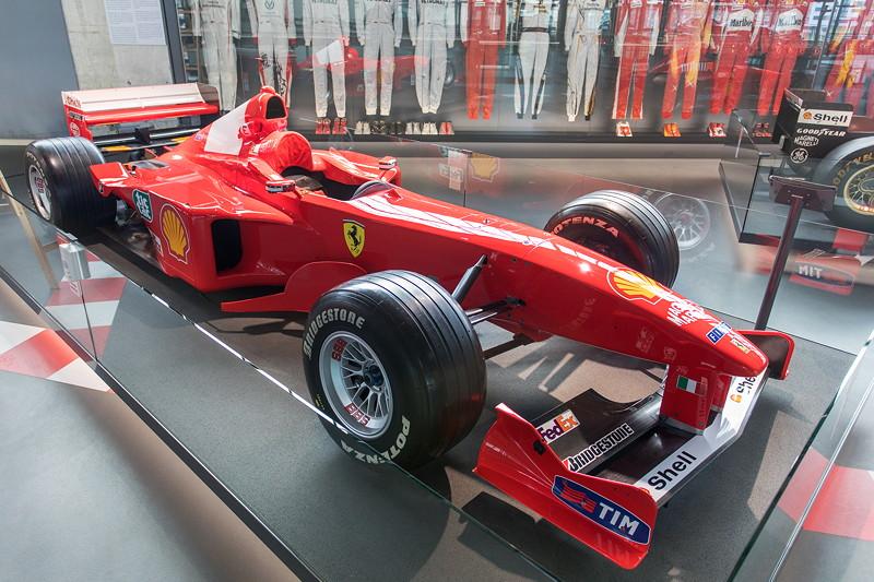 MotorWorld Köln-Rheinland, Michael Schumacher Private Collection: Ferrari F399-N195 (1999) mit 3.0 Liter 10-Zylindermotor, 600 kg schwer, 4.34 m lang.