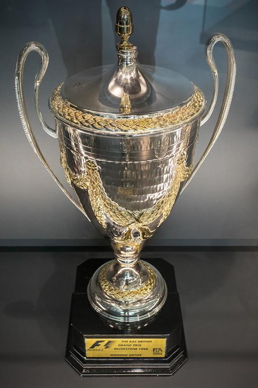 MotorWorld Köln-Rheinland, Michael Schumacher Private Collection: Siegepokal für den Grand Prix in Silverstone im Jahr 1998.