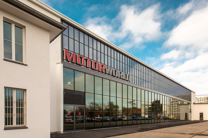 MotorWorld Köln-Rheinland, Nord-Ost-Fassade mit dem 'Vier-Takt-Hanger', das für Events und Tagungen Platz für bis zu 4.000 Pesonen bietet.