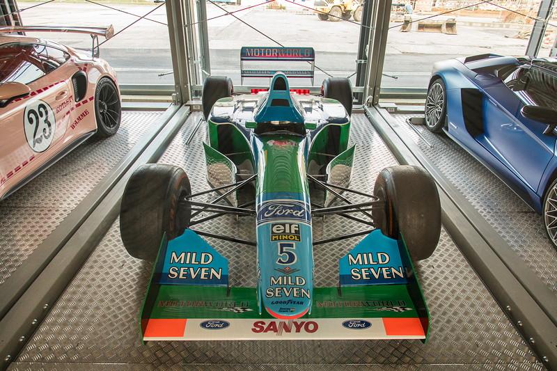 MotorWorld: ein Formel 1 Bolide von Benetton Ford im Fahrzeugspeicher
