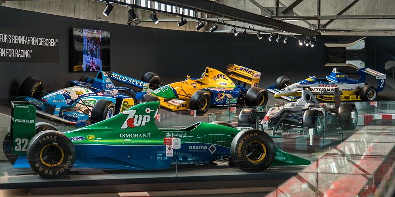 MotorWorld Köln-Rheinland, Michael Schumacher Private Collection: vorne mit dem Jordan 191 - Chassis 04.