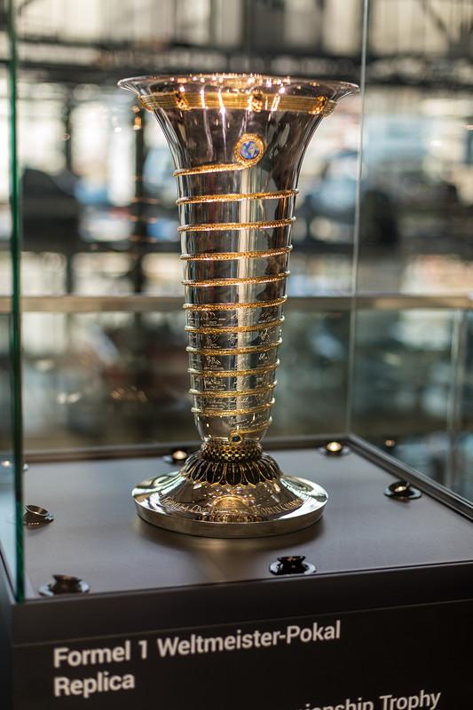 MotorWorld Köln-Rheinland, Michael Schumacher Private Collection: Formel 1 Weltmeister Pokal, Replica