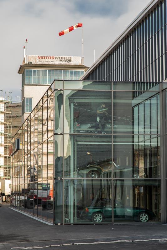 MotorWorld Köln-Rheinland mit Glasboxen