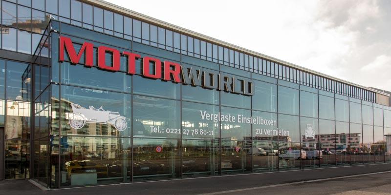 Glas-Fassade der MotorWorld Köln - Rheinland