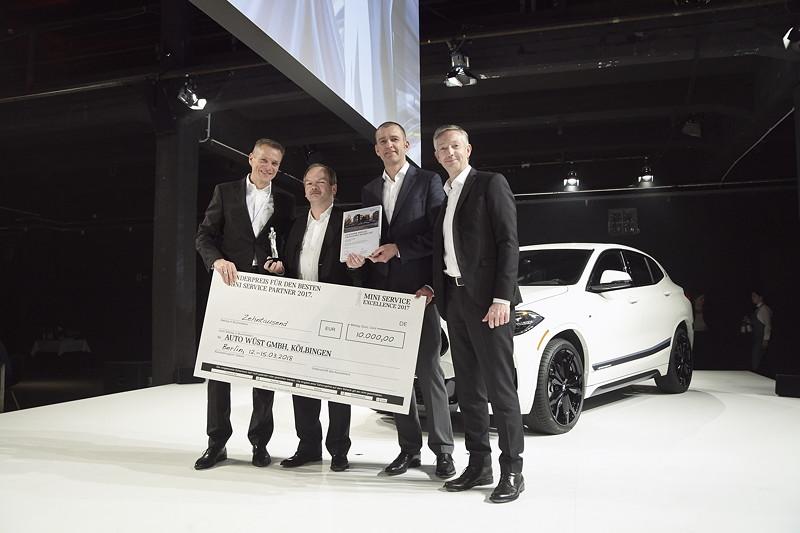 Gewinner des Sonderpreises für die höchste Gesamtpunktzahl MINI: Auto Wüst GmbH, Kölbingen, gemeinsam mit Peter van Binsbergen, Christian Ach und Christian Scheppach.