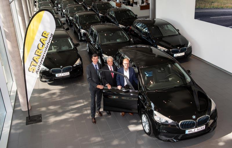 Übergabe von 100 BMW Plug-In-Hybride des Models 225 xe Active Tourer an die Autovermietung STARCAR