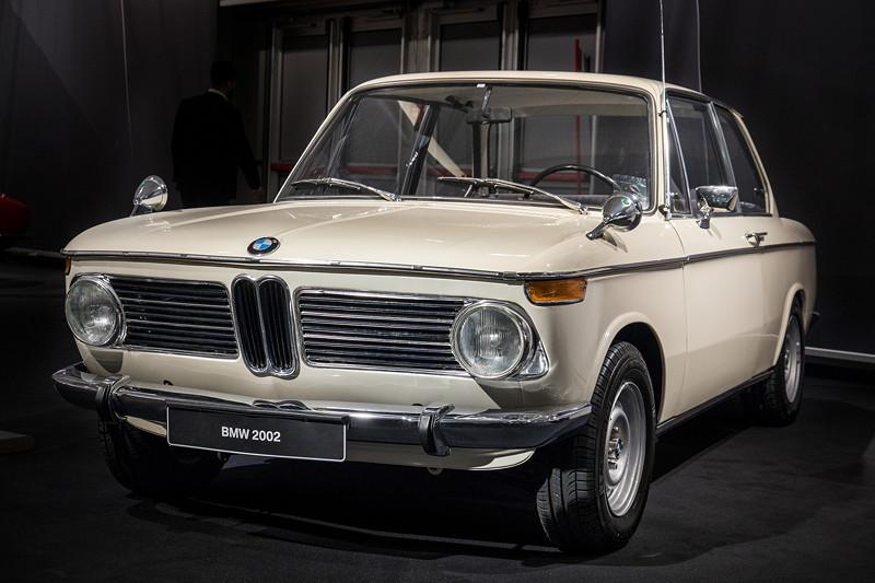 BMW 2002, damals ein Kraftpaket, sprintet in 10,7 Sek. von 0 auf 100 km/h