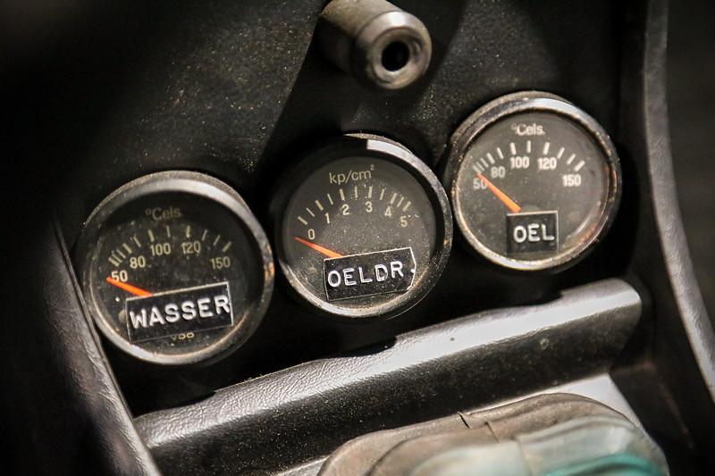BMW 2002 turbo, Zusatzinstrumente in der Mittelkonsole