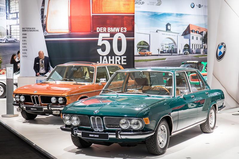 Der E3 feiert auf der Techno Classica seinen 50. Geburtstag. Vorne der BMW 2800 von Reinhard Queckenberg.