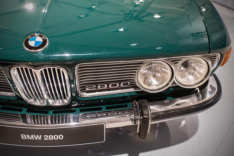 BMW 2800 (E3), mit Typbezeichnung im Frontgrill