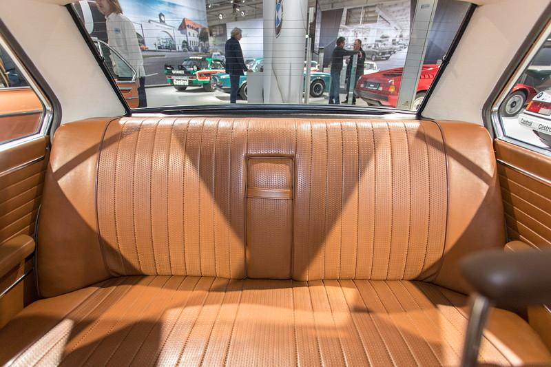 BMW 2800 (E3), Sitzbank im Fond