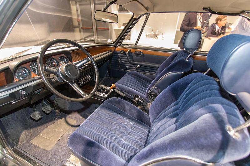 BMW 3.0 CSi (E9), mit blauer Stoff-Ausstattung