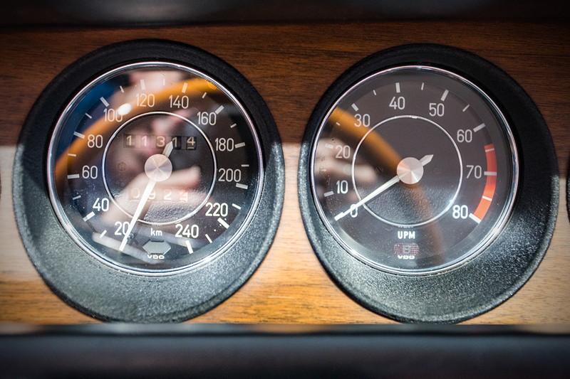 BMW 3.0 CSi (E9), Tacho und Drehzahlmesser