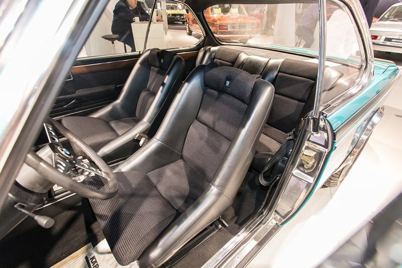BMW 3.0 CSL (E9), Interieur mit Schalensitzen