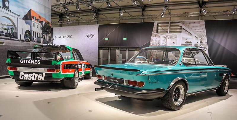BMW 3.0 CSL Rennsportcoupé, neben der Strassenversion