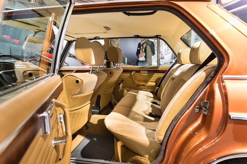 BMW 3.0 L (E3), 10 cm länger, aufgrund dickerer Polster aber nur ca. 9 cm mehr Beinfreiheit.