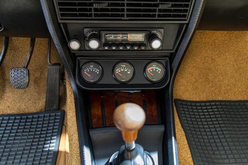 BMW 3.0 L (E3), Mittelkonsole mit zusätzlichen Instrumenten